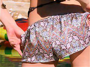Ariana Marie leaves her fleshy vulva running in rivulets humid
