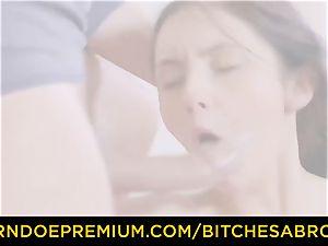 sluts ABROAD - Tourist Crystal Greenvelle loves dp