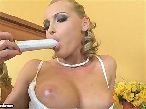 Kathia Nobili ash-blonde dildoing her funbag