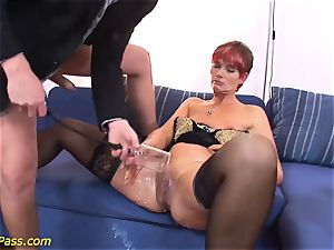 greased chubby cougar gets anal pumped