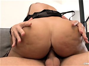 LiveGonzo Lisa Ann Mature huge-boobed pulverizing