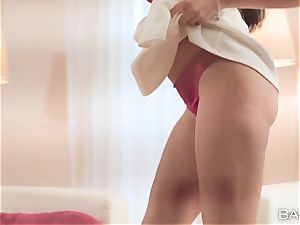 Anissa Kate booty ass-plug and assfuck act