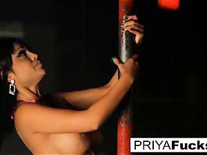 de-robe club spectacle by Indian hottie Priya Rai