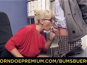 donks BUERO - raunchy platinum-blonde mummy pokes bbc in office