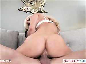 excellent blonde Cameron Dee gives suck off