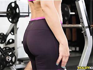 curvy milf Rachel Starr gets ravaged in the gym