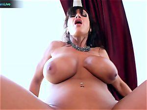 Lisa Ann enjoys sitting into Toni Ribas fat cock
