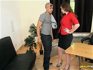 Jessica Rayne smashing her employee