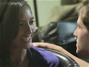 Chloe Amour pulverizes in her boyfriends fresh car