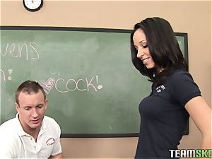 Trashy Jada Stevens seduces this dude with her fit assets