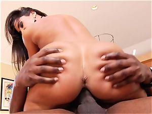 Lisa Ann rides her cock-squeezing puss on this yam-sized jizz-shotgun