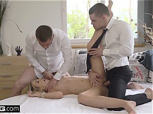 Glamkore super hot light-haired Eurobabe Vinna Reed gets an rectal double penetration
