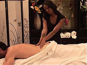 Evanni Solei gets a steaming ravaging massage