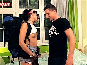 LETSDOEIT - crazy Traveler pokes successful German In Hostel