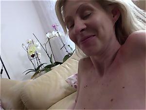 REIFE SWINGER - German mature blond gets twat romped