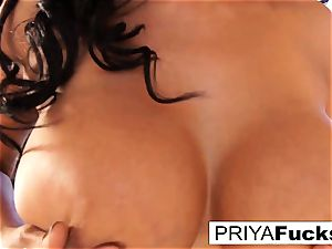 queen Priya and her humungous glass plaything!