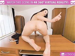 VR pornography - Thanksgiving Dinner becomes a wild threeway